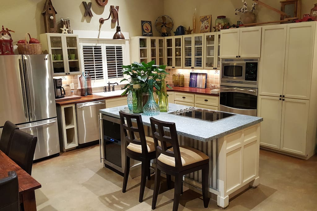 FULLY STOCKED GOURMET KITCHEN FOR ALL YOUR COOKING NEEDS