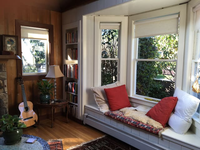 Charming Bungalow in Heart of Mill Valley