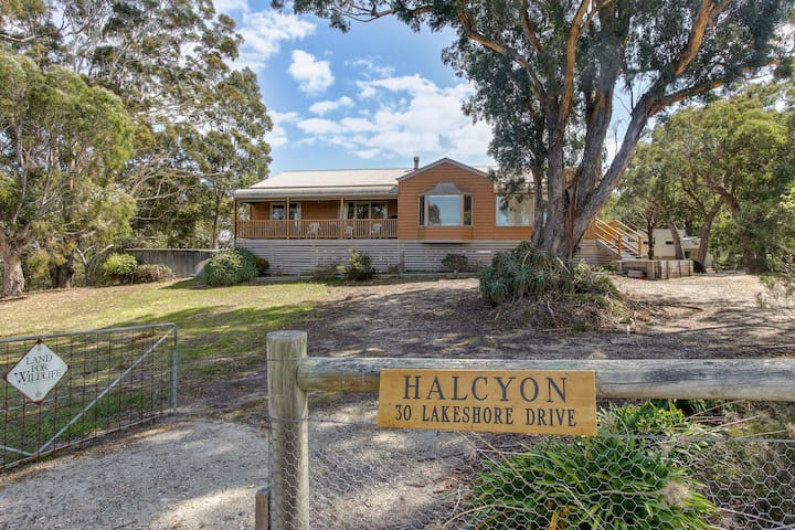 Halcyon - 3 Bedroom Pet Friendly Holiday House