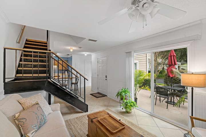 Very clean, modern townhouse near the beach
