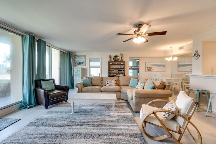 Waterview Towers 104 Condo Sleeps 8 in Classic Coastal Style!