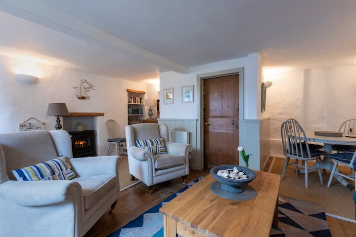 Cosy, character cottage, perfect spot, Dartmouth!