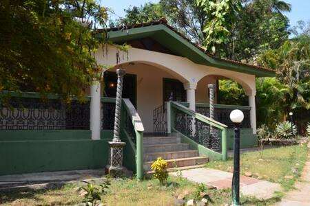 Дом 2 спальни и бассейн в Вагаторе - Vagator - Haus