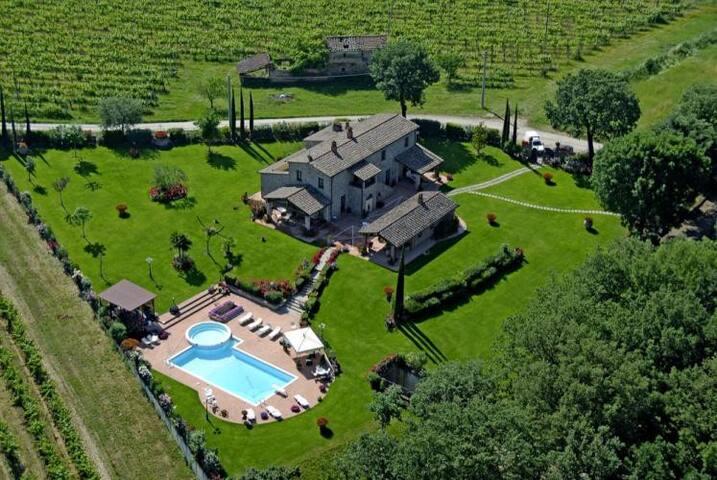 Beautiful villa in a fenced park with private pool - Castroncello - Villa