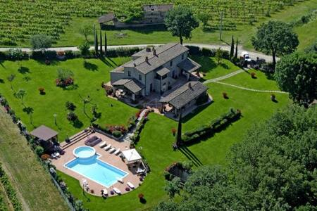 Beautiful villa in a fenced park with private pool - Castroncello