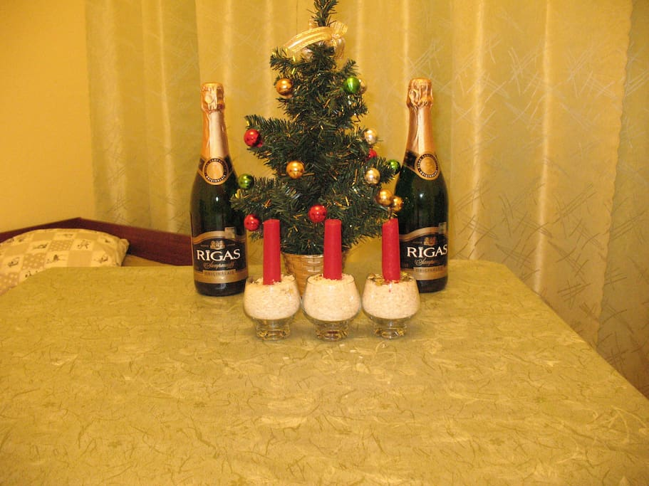 A happy Christmas (champagne is free)