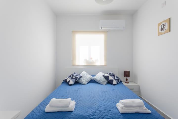 F6.1 Habitación 1 cama doble baño compartido