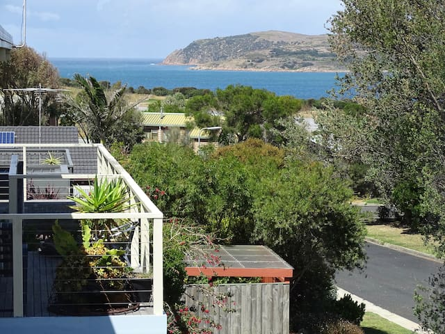 San Remo's Quiet Retreat-   A home away from home. - San Remo - Huis