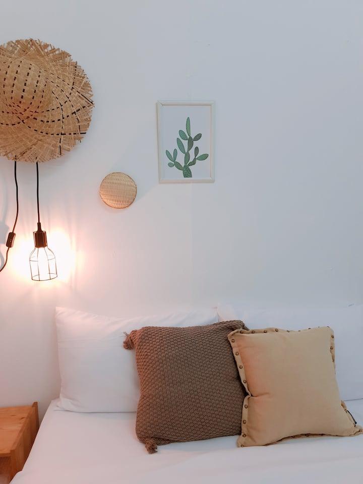 Cozy   Modern   Simple Private Room 3 @ Georgetown
