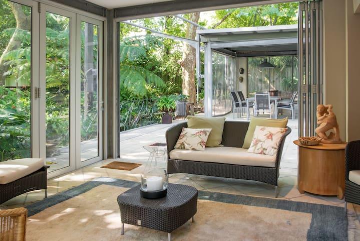 Urban oasis, studio flat, separate - Kaapstad - Huis