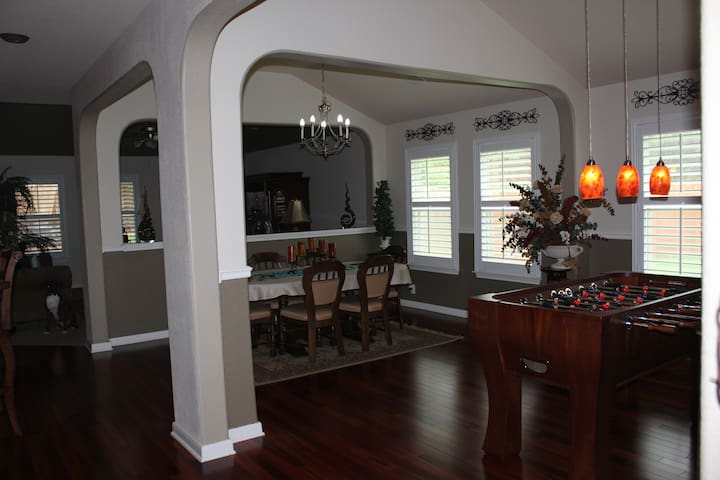 Beautiful home centrally located in Stone Oak! - サンアントニオ - 一軒家
