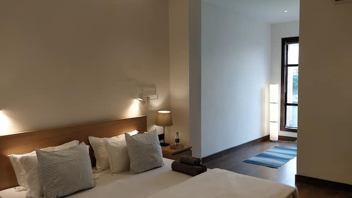 "Luxurious room, 2kms from airport, WiFi, 50"" TV"