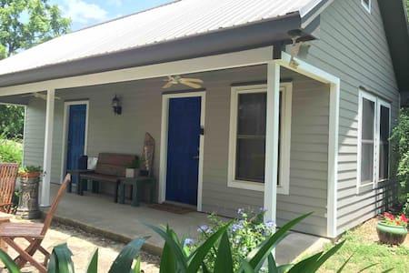 La Petite Maison-Charming Cottage