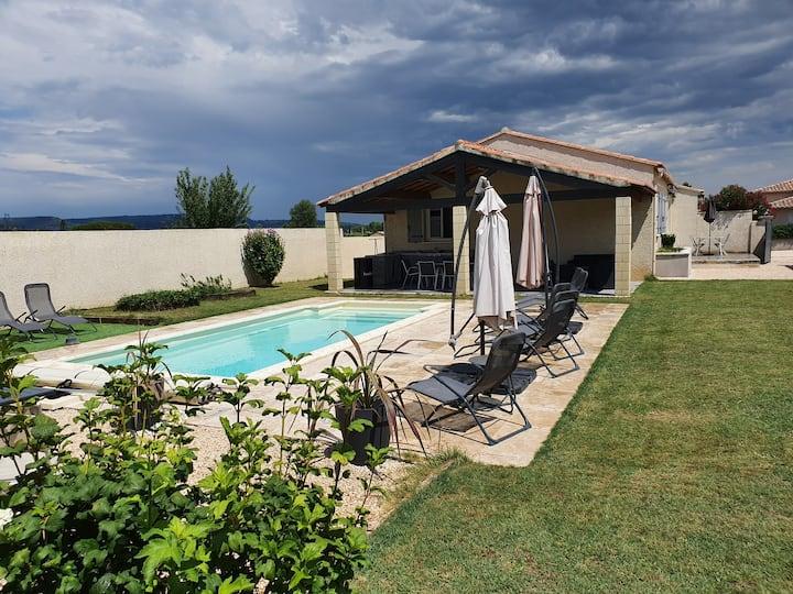 Maison individuelle, climatisée, avec piscine