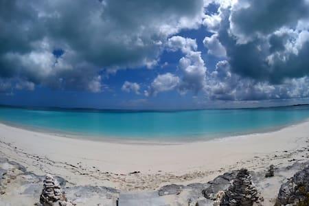 Exuma beach front 3 bed 3.5 bath Tar Bay 4.1 acres - Moss Town - Ev