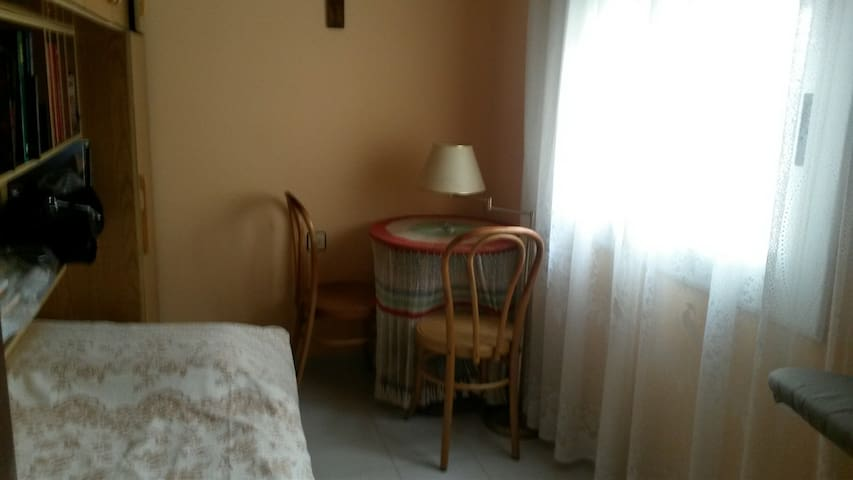Single room, 15 mins from beach, WIFI - Arenys de Mar - Apartment