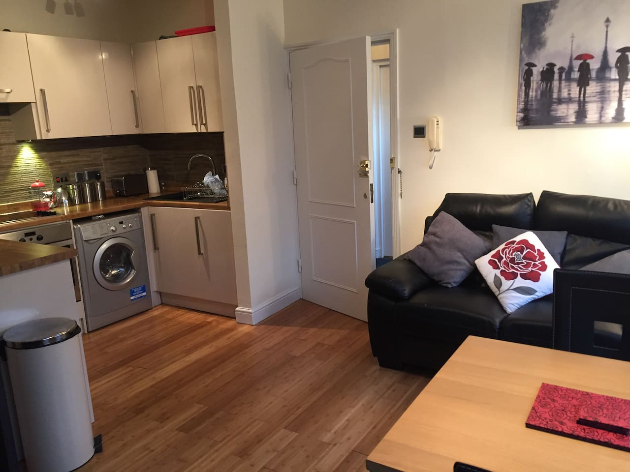 Compact and cosy with TV and wifi
