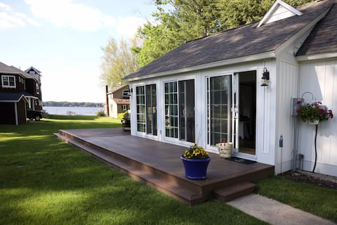 NOW BOOKING - Small cottage on Lake Macatawa!