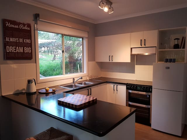 The Riverside Cottage - The perfect location - fully equipped kitchen.