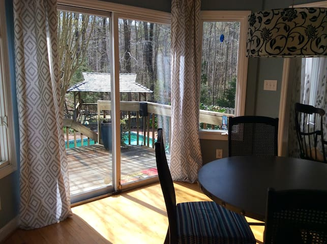 Big house in the woods with pool - Close to town! - Chapel Hill - House