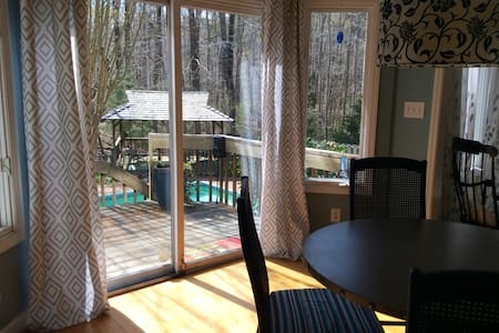 Big house in the woods with pool - Close to town! - Chapel Hill - Talo