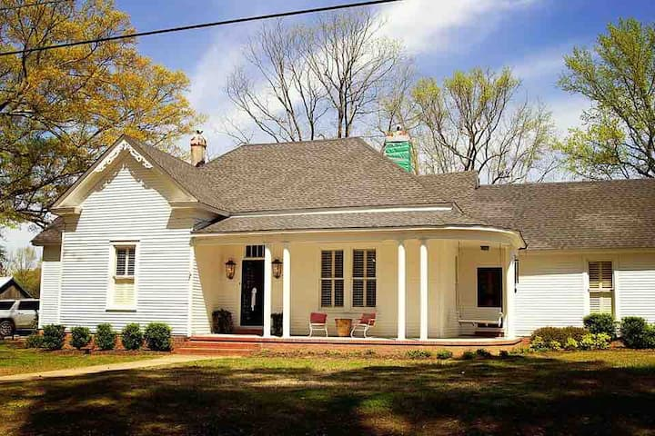 Heart Pine Hall, a relaxing country-side getaway