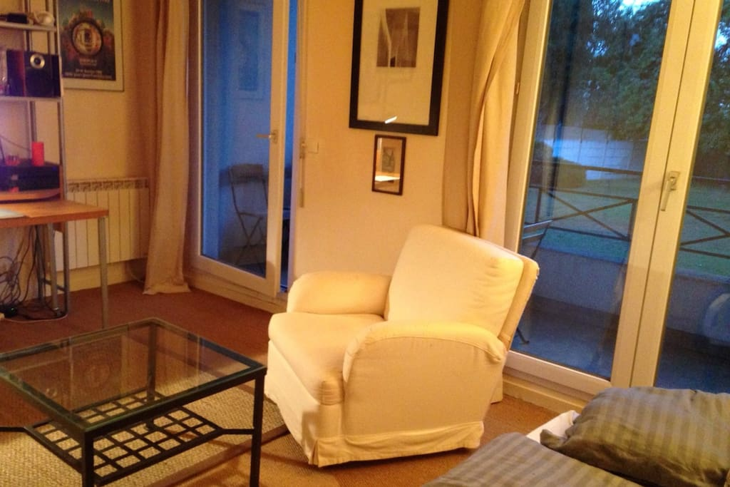 Studio 35m balcon garage s curis flats for rent in for Garage issy les moulineaux