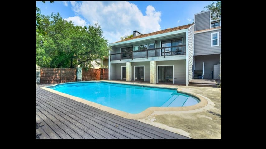 Beautiful home close to downtown and Zilker!!