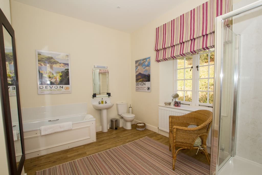 Ensuite bathroom with large double room