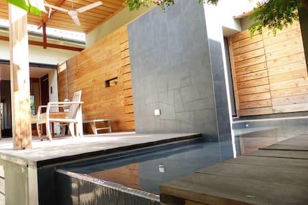 Chambre-jardin et piscine dans villa d'Architecte - Dakar - Willa