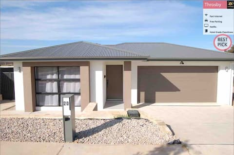 Brand New Delight Home@Throsby with 4 Bedrooms