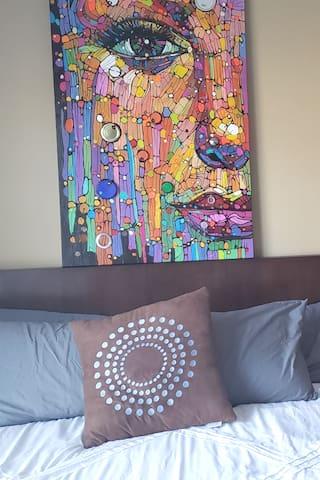 Minimalist Cozy Stay | Artist Stay