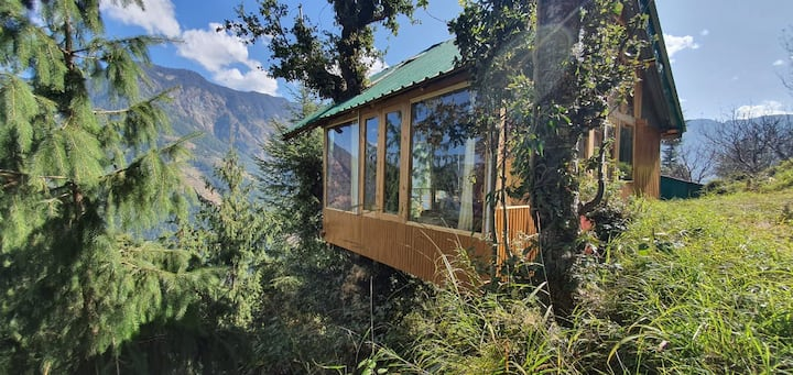 Sunny Treehouse With Valley View