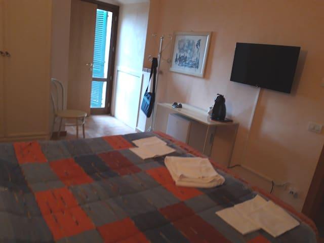Central San Miniato double room with bathroom