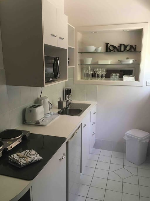Lovely unit kitchen, ideal for preparing meals and refreshing beverages