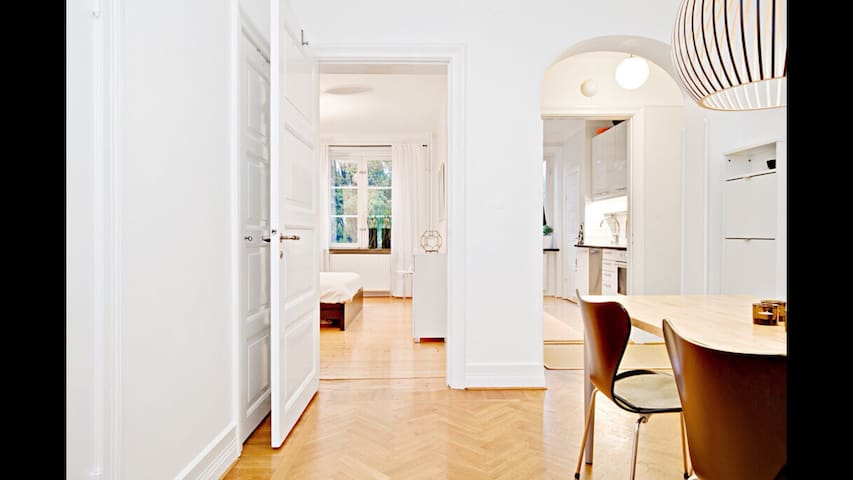 Charming apartment, 5 minute walk from station