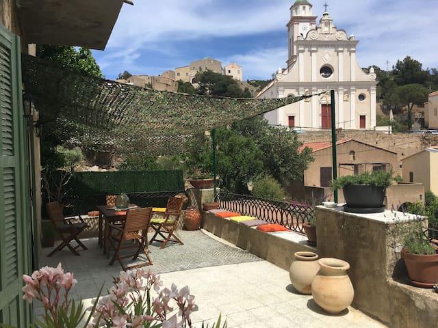 Appartement dans typique maison Corse