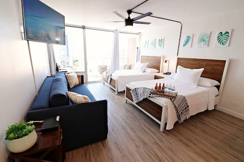 BRAND NEW UNIT>Heart of Waikiki>FREE PARKING>CLEAN