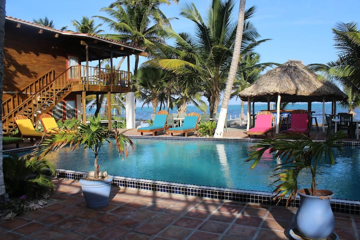 Sundiver Beach Resort - Your Own Private Retreat!