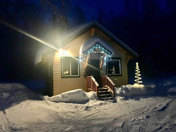 Talkeetna's Mount Dall Cottage with WiFi