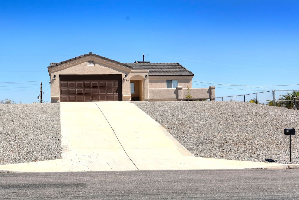 Spacious 3 bedroom 3 bath with courtyard