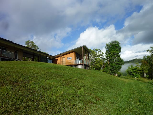 Strawbale cottage (near Mt Warning & Art gallery) - Stokers Siding