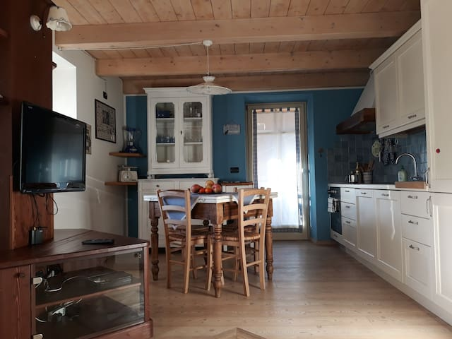 Incantevole e soleggiata mansarda in legno