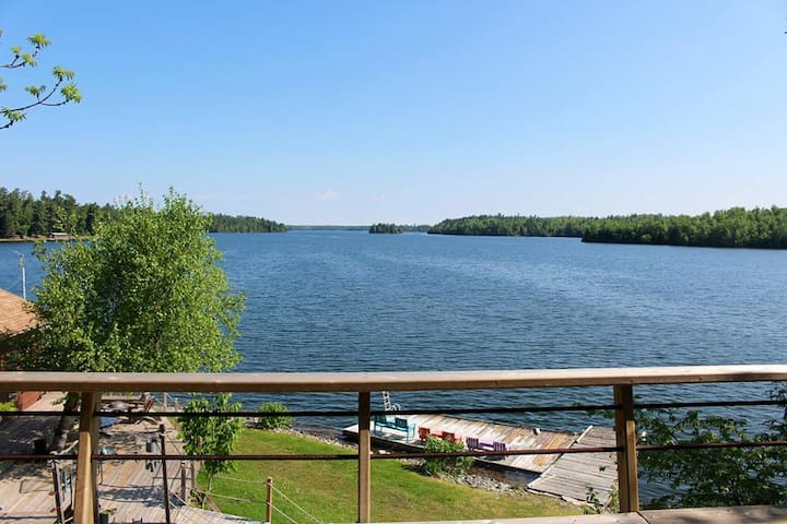 Chalet With Great View of Clearwater Lake