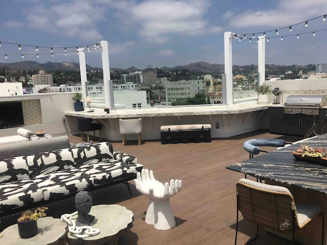 Rooftop of Hollywood 2Bedroom Condo