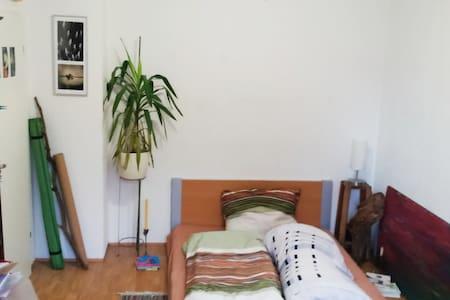 Schlafzimmer in Studentenbude - Freiburg im Breisgau
