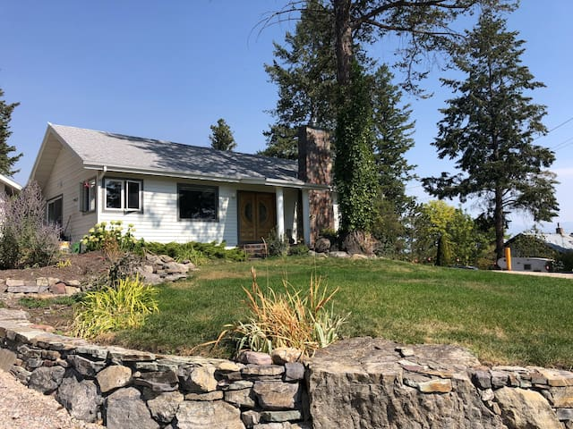 Somers Hilltop Cottage overlooking Flathead Lake