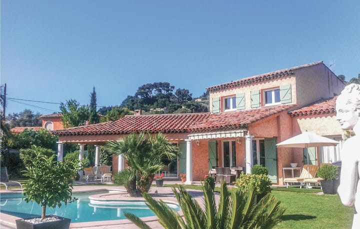 Beautiful home in Mougins with WiFi and 3 Bedrooms
