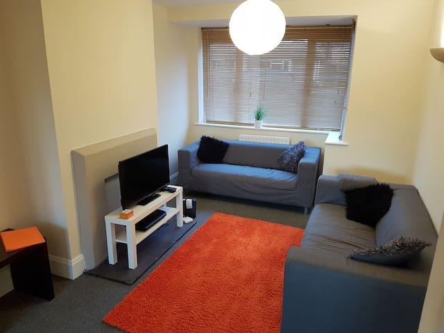 Quiet, clean, residential location - Hamble-le-Rice - Casa
