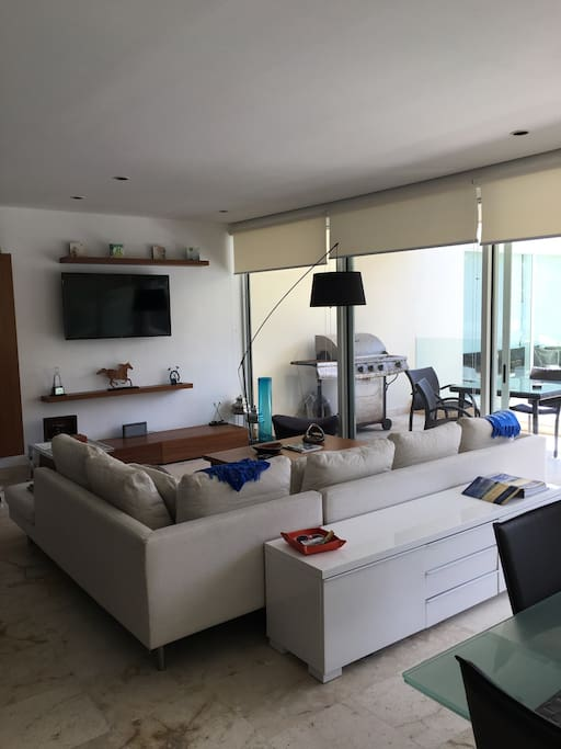 Comfortable and modern living room with Flat screen TV with Cable service